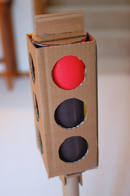 Светофор для детей из коробки